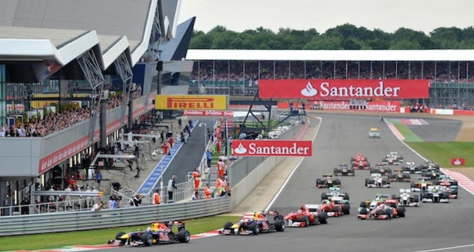 الفورمولا 1 يحصل على موافقة الحكومة البريطانية لإقامة سباقي سيلفرستون