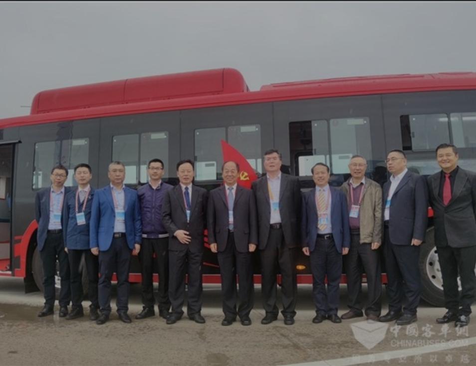 أول أتوبيس من ألياف الكربون ..تقدمة للعالم كينج  لونج الصينية