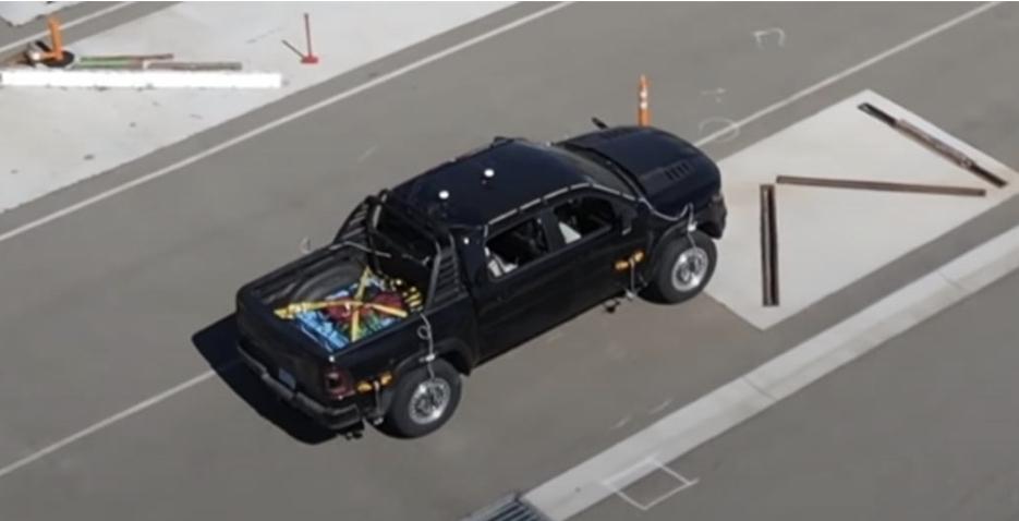 شاهد دودج رام TRX 1500 داخل مصنع تسلا بمعدات الاختبار