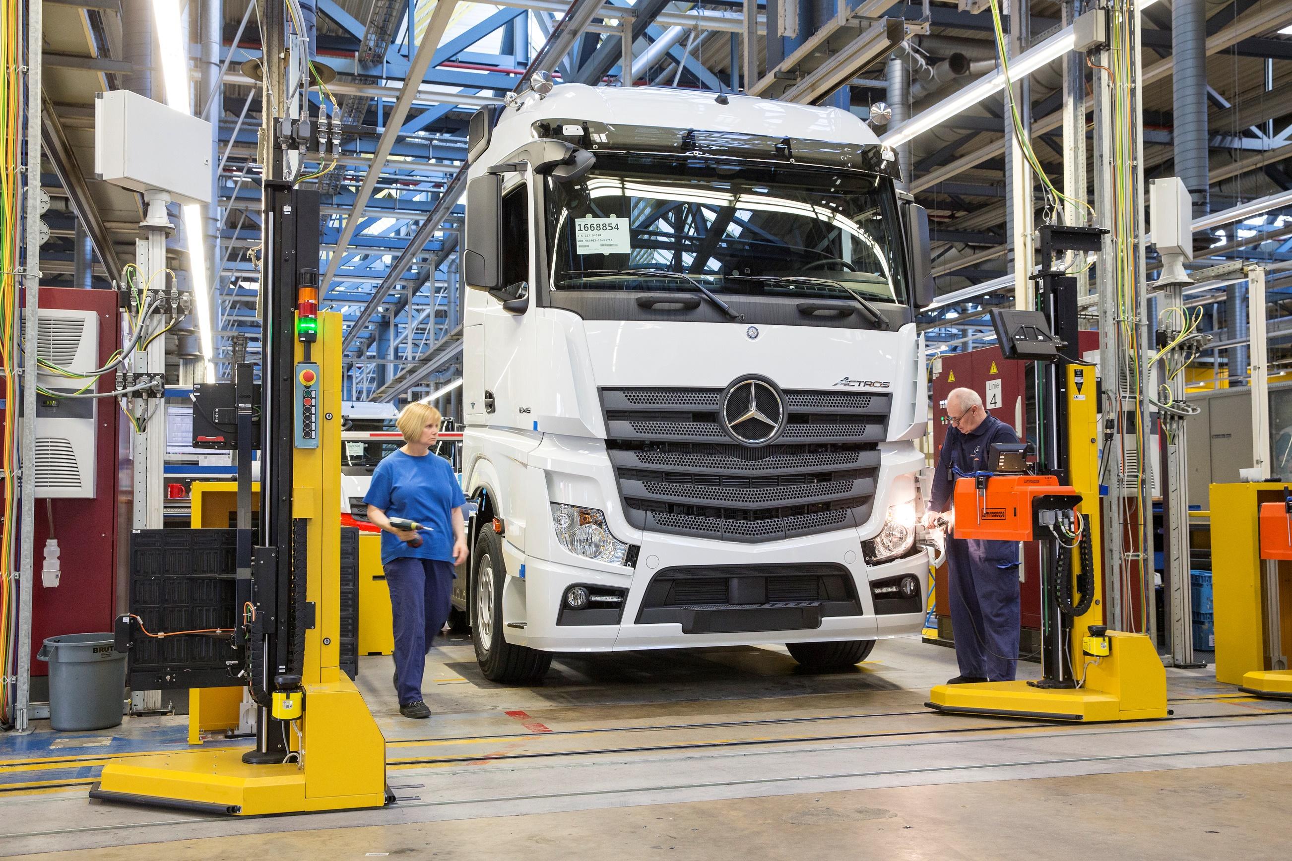 """زيارة إلى مصنع """"Worth""""  الألمانى لشاحنات مرسيدس  """"تفوق ... بلا حدود"""""""